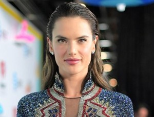 Alessandra Ambrosio's New Face-Framing Bangs are Our Summer Inspo
