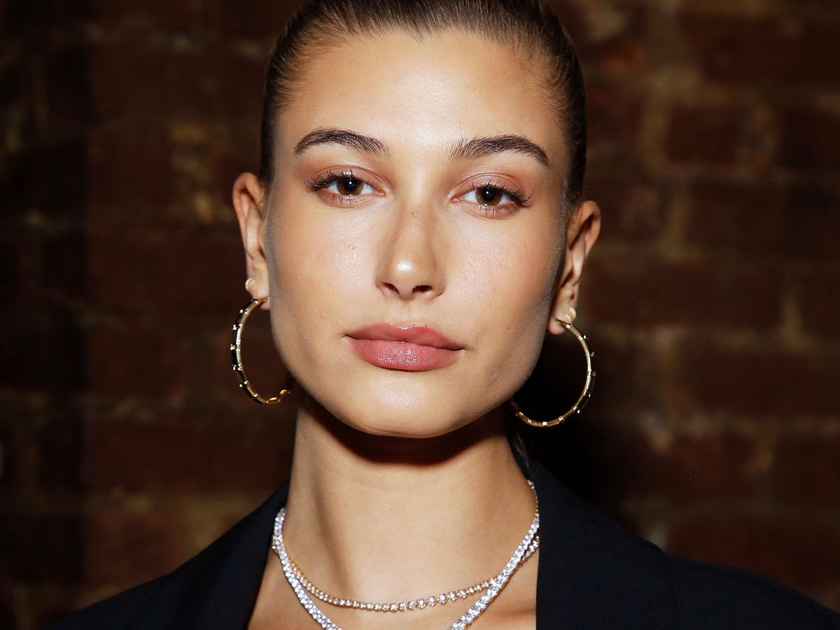 Hailey Baldwin's Engagement Ring Just Got Its First Cover