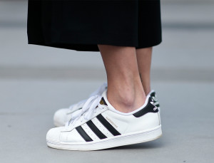 8 Hacks to Keep Your White Sneakers Clean