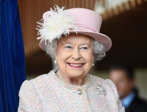 Queen Elizabeth Has a Matching Umbrella for Every Outfit Because Fash-Un