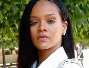 31 Celebrities Who Ditch The Makeup On Their Day Off