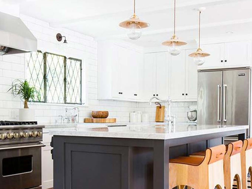 10 Gorgeous Two-Toned Kitchens Cabinets Even Minimalists Will Love