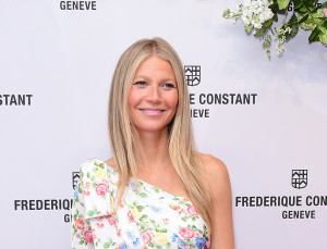 *Drop Everything*: Gwyneth's Wedding Pictures Are Here (and Her Dress Is Totally Timeless)