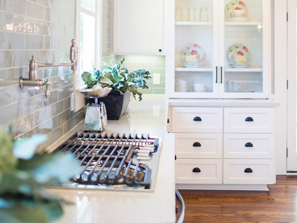 The Inexpensive Kitchen Update *Everyone* Should Be Taking Advantage Of (According to Joanna Gaines)