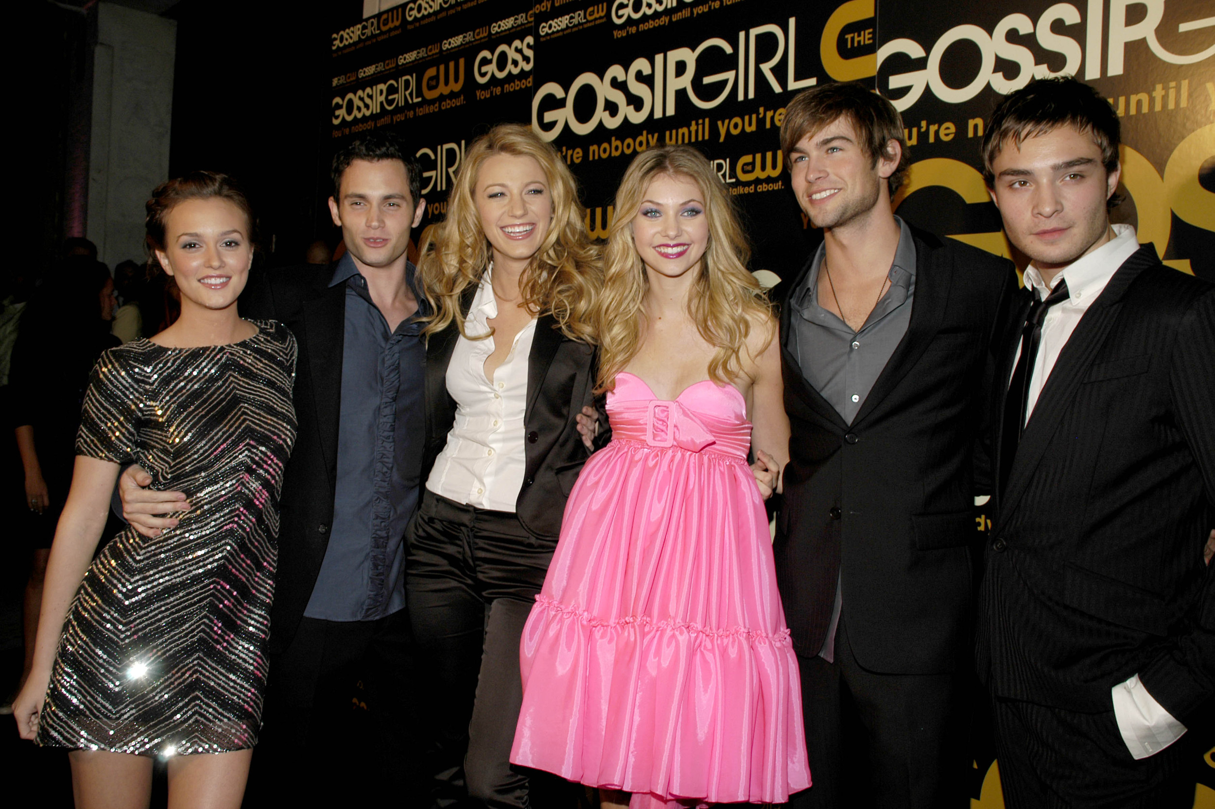 NEW YORK CITY, NY - SEPTEMBER 18: (L-R) Leighton Meester, Penn Badgley, Blake Lively, Taylor Momsen, Chace Crawford, Ed Westwick and ('Gossip Girl' Cast attend The CW Network premieres 'GOSSIP GIRL' at Tenjune on September 18, 2007 in New York City. ...