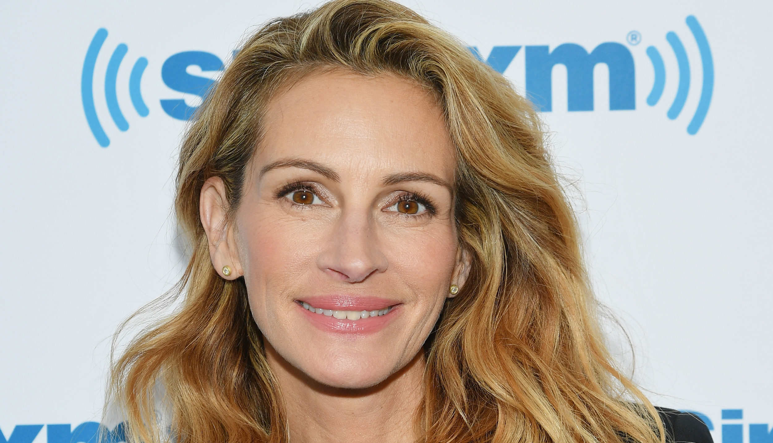 Julia Roberts Just Got on the Lob Train & You Have to See Her New 'Do
