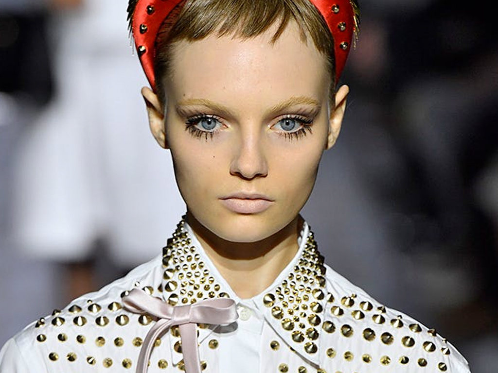 This '60s-Inspired Makeup Trend Makes Your Eyes Look Way Bigger