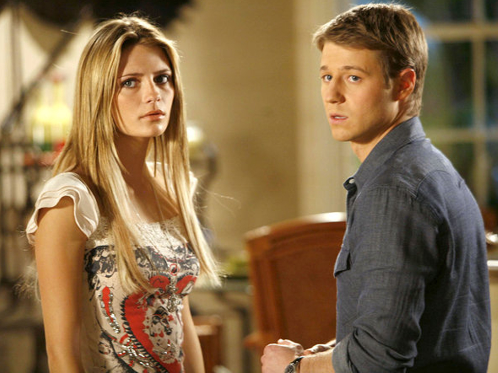 10 Outfits From The O.C. That Are So Bad They're Good