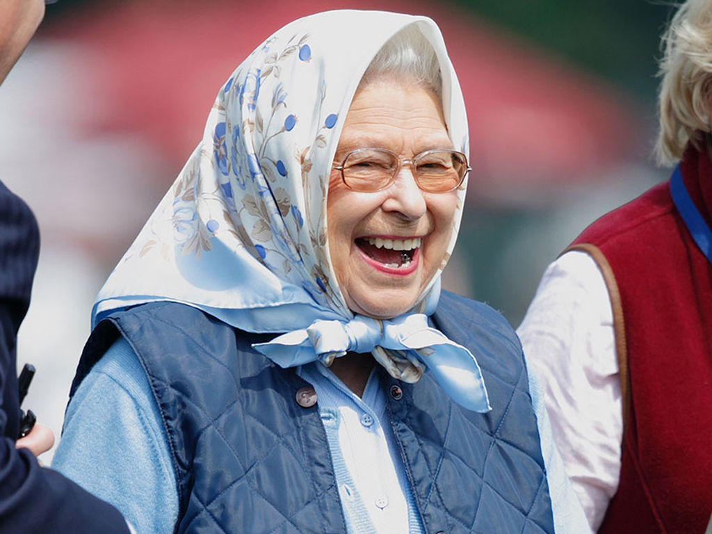 """Queen Elizabeth, Legendary Jokester, Pranked Some Tourists at Balmoral by Pretending to Be Someone Else """