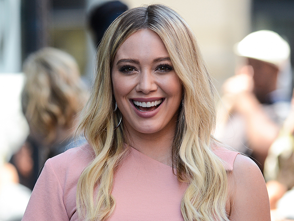Yes Lizzie McGuire Is Engaged In The Reboot—But It's Not Who You Think