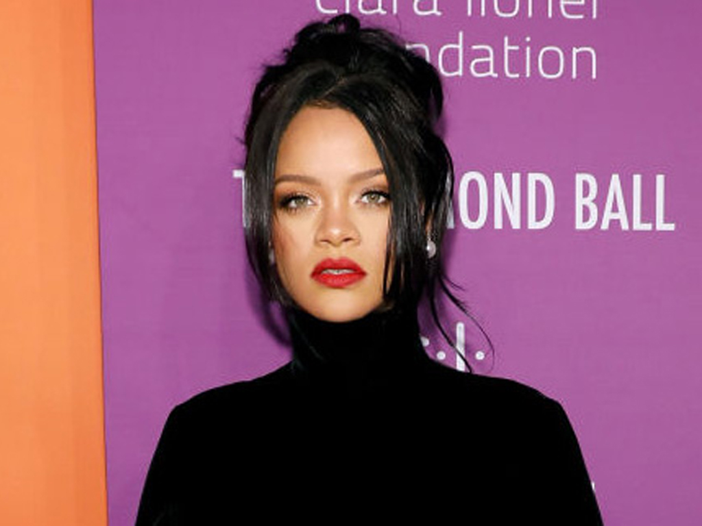 OMG, You Have to See the Bottom of Rihanna's Turtleneck Dress
